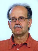 Agustín Fernández Paz nado en Vilalba, Lugo. Gañou premios como o Premio Nacional de Literatura Infantil y Juvenil  Foi membro fundador dos colectivos Avantar y Nova Escuela Gallega
