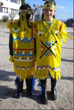 entroido-037-full Indian Costumes, Fancy Costumes, Diy Costumes, Halloween Costumes, Diy Carnival, Carnival Costumes, Red Indian, Native Indian, Silly Gifts
