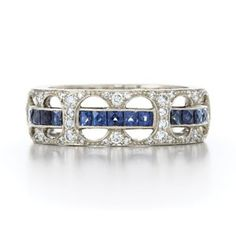 Absolutly love this wedding band. Would definatly love for this to be mine