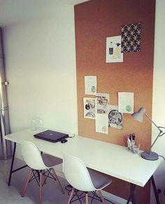 Kurkwand als natuurlijk prikbord Home Office Design, House Design, Home Panel, Daughters Room, Hobby Room, Office Workspace, New Room, Kids Bedroom, Sweet Home