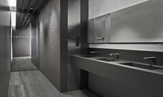 Luxury being found in simplicity at the White&Glass Collection. Grey colour in 40x120cm format.