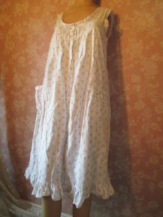 Vintage Cotton Nightgown Short White Pink Rose Print S M Button Down Front  pintuck Eyelet Lace Ilise Stevens Pockets d7eab84a8