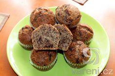 Recept na velmi jednoduché muffiny s ořechy.