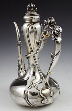 Kerr sterling antique art nouveau coffee pot with water lilies. Yes, I know it's a coffee pot, but it is too pretty not to pin. Vintage Silver, Antique Silver, Silver Teapot, Teapots And Cups, Antique Art, Messing, Metal Art, New Art, Art Decor