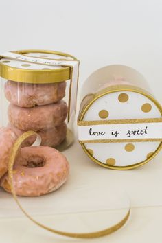 DIY Gold Leaf Donut Favors: mini donuts in a cute gold and white package. Edible Favors, Edible Wedding Favors, Wedding Favors Cheap, Bridal Shower Favors, Party Favors, Wedding Donuts, Wedding Sweets, Wedding Cake, Wedding Gifts