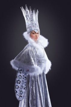Christmas+snow+queen+costume+Women Portrait of serious girl stand in ice queen carnival costume. Mardi Gras Costumes, Carnival Costumes, Girl Costumes, Costumes For Women, Costumes Kids, Snow Queen Costume, Snow White Costume, Queens Wedding, Christmas Costumes