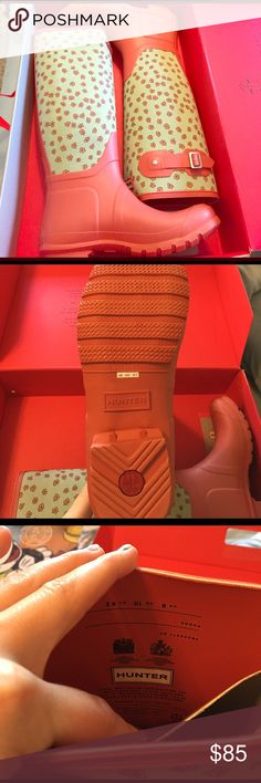 Orange floral Hunter Boots Size 10, so fit 9.5-10.5 depending how you like the fit. Worn only one time in the mall. Still on the original box and have the inserts. Hunter Boots Shoes Winter & Rain Boots