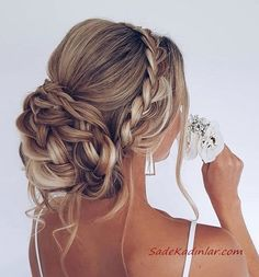 Prom Updo - Prom, Formal + Homecoming Hairstyles G. - Prom Updo – Prom, Formal + Homecoming Hairstyles goldplaited prom updo German Book your photos u - Oscar Hairstyles, Homecoming Hairstyles, Wedding Hairstyles For Long Hair, Wedding Hair And Makeup, Hairstyle Wedding, Gorgeous Hairstyles, Updo For Long Hair, Loose Updo, Wedding Ponytail