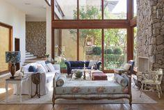 Um refúgio romântico. Veja: http://www.casadevalentina.com.br/projetos/detalhes/um-refugio-romantico-605 #decor #decoracao #interior #design #casa #home #house #idea #ideia #detalhes #details #style #estilo #cozy #aconchego #conforto #nature #natureza #casadevalentina #livingroom #saladeestar