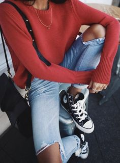 20 Edgy Fall Street Style 2018 Outfits To Copy - - - Casual Fall Fashion Trends & Outfits 2018 Source by localsonlylabel Looks Con Converse, Jeans Y Converse, Outfits With Converse, Converse Sneakers, Converse Fashion, Denim Sneakers, Converse Style, Converse High Tops How To Wear, Street Style 2018