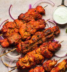 Tandoori marinade on chicken tikka skewers. Indian Chicken Marinade, Chicken Tikka Kebab, Chicken Tika, Tandoori Marinade, Tandoori Recipes, Indian Chicken Recipes, Kebab Recipes, Grilled Chicken Recipes, Veg Recipes