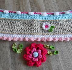 Ik volg samen met een aantal vriendinnen een cursus bij Adinda Zoutman We maken een Blije Stola of een leuke tas... Ik ben zelf met een...