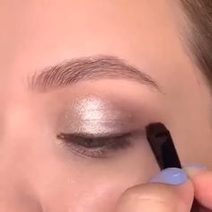 EASY & SIMPLE MAKEUP This makeup tutorial will save you a lot of energy and effort to look adorable! Fancy Makeup, Makeup Eye Looks, Eye Makeup Steps, Natural Eye Makeup, Skin Makeup, Eyeshadow Makeup, Makeup Art, Beauty Makeup, Eye Makeup Tips