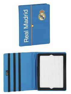Esta colección de papelería escolar del Real Madrid está basada en la segunda equipación oficial del club blanco para la temporada 2013/2014. El color de fondo de esta nueva línea de material para el cole es el azul. También se utiliza el naranja en los pequeños detalles de la colección, creando un agradable contraste a la vista. Dimensiones: 20 cm x 26 cm x 2.5 cm.