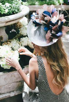 Spring race wear, so cute! Sombreros Fascinator, Fascinator Hats, Fascinators, Bandeaus, Race Wear, Wedding Guest Looks, Kentucky Derby Hats, Love Hat, Wedding Hats