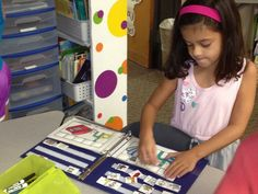 Using velcro on pictures in a notebook is a great way to reinforce skills at the word work station. Homeschool Kindergarten, Kindergarten Reading, Teaching Reading, Reading Practice, Guided Reading, Homeschooling, Preschool, Learning, Word Work Activities