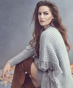 """get to know me meme: favorite actresses ↳ Fahriye Evcen """"""""I prefer to keep everything under control, to think, to look ahead, and then perform any action. Turkish Women Beautiful, Turkish Beauty, Most Beautiful Women, Beauty Standards, Sara Montiel, Actrices Hollywood, Metal Girl, Models, Girl Day"""