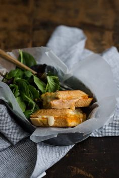 A fancy feeling hummus grilled cheese sandwich spruced up with a bit of homemade romesco sauce. Veggie Sandwich, Naturally Ella, Cute Food, Creative Food, Healthy Snacks, Grilling, Sandwiches, Clean Eating, Pizza