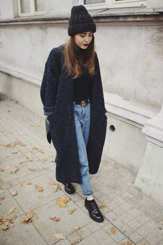 manteau-femme-style-street-urbain-automne-look-tenue-tendance coat-style woman-street-urban-autumn-look-held-trend Fashion Mode, Hipster Fashion, Look Fashion, Autumn Fashion, Fashion Trends, Womens Fashion, Indie Fashion, Fashion Black, Fashion Bloggers