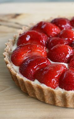 dessert with strawberries and chocolate \ dessert with strawberries Cake Mix Recipes, Tart Recipes, Cheesecake Recipes, Sweet Recipes, Strawberry Cake Cookies, Strawberry Desserts, Strawberry Tart, Best Chocolate Chip Cookies Recipe, Chocolate Recipes