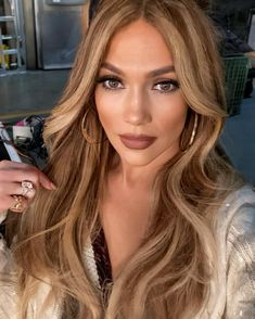 Looking to update brown hair? Add some blonde highlights. From lowlights to balayage, we've rounded up the best brown hair with blonde highlights looks. Brown Hair With Blonde Highlights, Honey Blonde Hair, Hair Highlights, Chunky Highlights, Honey Colored Hair, Caramel Blonde Hair, Caramel Highlights, Color Highlights, Blonde Hair Dark Eyes