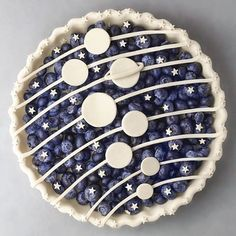 This solar system blueberry pie is out of this world! by Natural and Organ… This solar system blueberry pie is out of this world! by Natural and Organic.jo) – Cocktails and Pretty Drinks Yummy Treats, Sweet Treats, Yummy Food, Tasty Snacks, Healthy Food, Pastel Art, Just Desserts, Dessert Recipes, Creative Desserts
