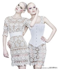 This site has interesting crochet clothes along with patterns to complete most of them. Платья Ванессы Монторо