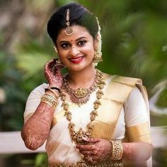 Fulfill a Wedding Tradition with Estate Bridal Jewelry South Indian Weddings, South Indian Bride, Kerala Hindu Bride, Christian Bride, Set Saree, Indian Bridal Sarees, Hair Puff, Saree Wedding, Bridal Looks