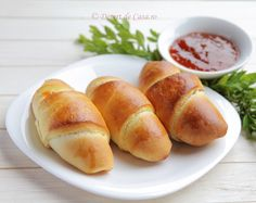 Cornuri cu marmelada de caise - Desert De Casa - Maria Popa Hot Dog Buns, Hot Dogs, Bread Recipes, Cooking Recipes, Creamy Cucumbers, Dessert Recipes, Desserts, Dessert Ideas, Rolls