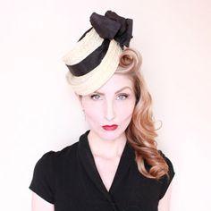 1940s Hat / VINTAGE / 40s Hat / Topper / Tilt / Straw / Taffeta Bows / Toy Style