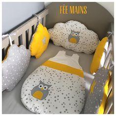 Tour de lit nuages en coton gris étoilé, blanc étoilé et jaune avec étoiles et chouette Baby Couture, Sleep Sacks, Baby Bedroom, Baby Sleep, Bean Bag Chair, Toddler Bed, Sweet Home, Clouds, Quilts