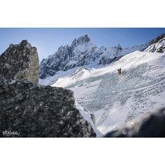 @samfavret #skiing #ice #wall #backyardsproject #itsprettydamnnice #chamonix