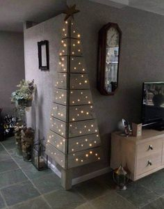 Christmas tree made from pallets and other great Easy Christmas Decorations
