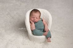 Baby, newborn photography Perth Australia Professional service beyond your newborn session experience. specialises in newborn posing and styling photography as well as baby and maternity photography