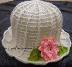 Tığ İşi Beyaz Şapka Modeli