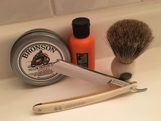 Flöid pre-shave oil, Bronson Speedway tallow shaving soap, Friedr. Herder Abr. Sohn 257 vintage straight razor, Progress Vulfix 22C 'Old Original' pure badger shaving brush, and a comfortable Jnat-honed edge on the blade.
