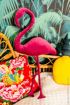 Add some flamingos to your life this summer with all these amazing crafts, home decor items, outfits, and so much more. Flamingo Craft, Flamingo Decor, Flamingo Party, Pink Flamingos, Tropical Party, Tropical Decor, Tropical Heat, Tropical Interior, Fun Crafts