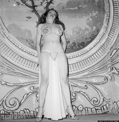 Tempest Storm sur scène en 1954. (Photo de Grahic House/Getty Images)