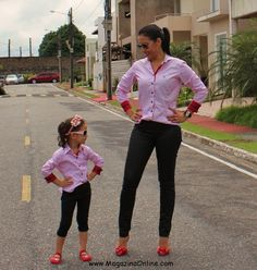 Mothers and daughters in matching outfits can look so cute and absolutely adorable. Here are 19 matching outfit ideas for stylish mother with cute little girls. They look amazing, cute and stylish at the same time.