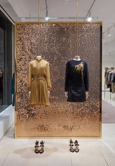 Chloe: Holiday 2016 love a glitter backdrop to emphasize window display.. especially for the holiday
