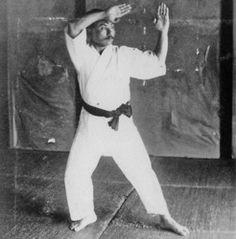 2 Forgotten (But Deadly) Techniques of Okinawan Karate Self Defense Moves, Self Defense Martial Arts, Shito Ryu Karate, Isshin Ryu, Karate Styles, Kali Escrima, Okinawan Karate, Karate Training, Shotokan Karate