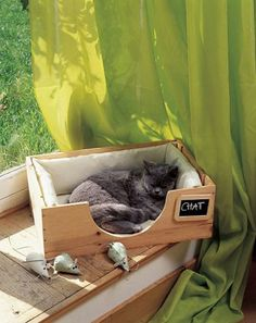 INSPIRATION | DIY CAT CRATE BED :: A cute idea for bed that doesn't look that hard to make. ( Unfortunately you have to subscribe to this dang French Marie Claire to see the instructions & pattern. arg. But this page: http://homemadecity.com/tag/diy-cat-bed/ said they just jigsawed the semi circle out of a wine crate. Not too had.)