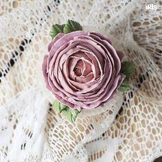 Доброе утро! Пусть дождик и слякотная погода не печалит. Пойду кактусики делать, глядишь, и веселее станет 😃 #flowercake #flowercakeclass  #wilton #cakeclass #bakingclass #buttercream #baking #cake #flower #koreacake #florist #flowerdecoration #fondant #fondantcake #koreanstyle #cakedesign #cakeart #iris_bakery #cupcakes #cupcake