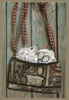 Primitive Folk Art Punchneedle Pattern:  WOOL NEEDLE PuNcH PocKeT