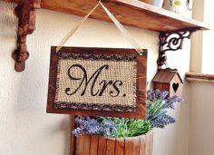 Placa para Mesa Mrs. & Mr. | Olha o que eu fiz... | Elo7  #Casamento, #FestadeCasamento #DecordeCasamento #Noivos #CerimonialdeCasamento #Ceremony #Weddingideas #wedding #weddingdecor #weddingsign #bridegroom #weddingparty, #noivanoivo, #mrsandmr, #mrandmrs,