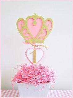 Artículos similares a Decoraciones para fiestas de princesa | Centros de mesa de fiesta princesa con corona en Etsy