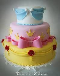 Resultado de imagem para bolo das princesas com pasta americana