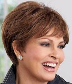- Peinados y pelo 2017 para hombre y mujeres Hair Styles For Women Over 50, Short Hair Styles For Round Faces, Short Hair With Layers, Short Hair Cuts For Women Easy, Short Hairstyles Over 50, Hairstyles Haircuts, Short Haircuts, Short Hair Over 50, Haircut Short