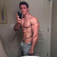 Justin De Roy-mirror selfie - April 2015
