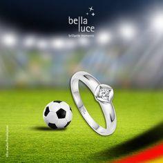 Deutschland wurde 2016 nicht Europameister. Doch Sie können Europameister des Herzens werden. Mit Diamantschmuck von bellaluce gewinnen Sie gewiss das Herz Ihrer Partnerin.   Der Diamant ist das Symbol für ewige Liebe. So können Sie mit Diamantschmuck als Ring, Ohrstecker oder Anhänger ein Zeichen setzen.  Keine Verteidigung der Welt wird diesem Sturm der Liebe widerstehen können.  #Diamantschmuck #Fußball #Ring #Anhänger #Ohrstecker